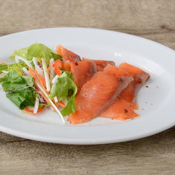 ロイヤルシェフ スモークサーモンスライス(サーモントラウト) 冷凍 500g